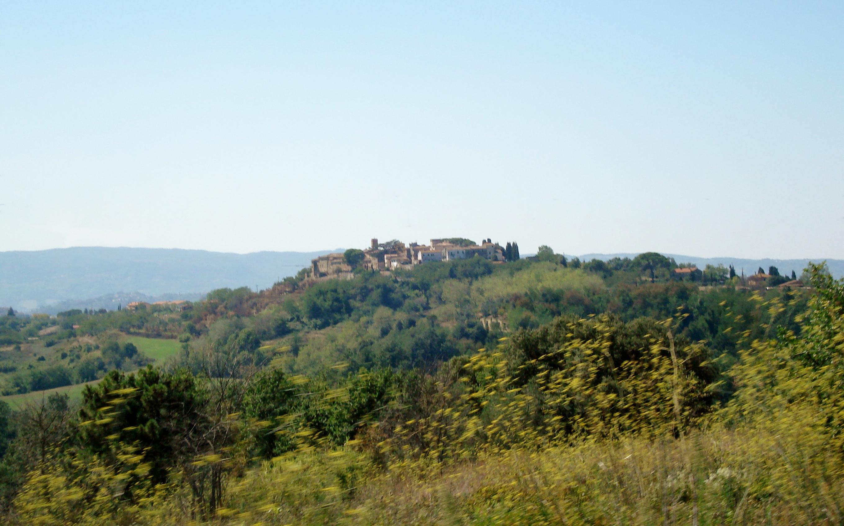 Montefoscoli la collina delle sorprese valdera in for Case di pietra del paese della collina del texas